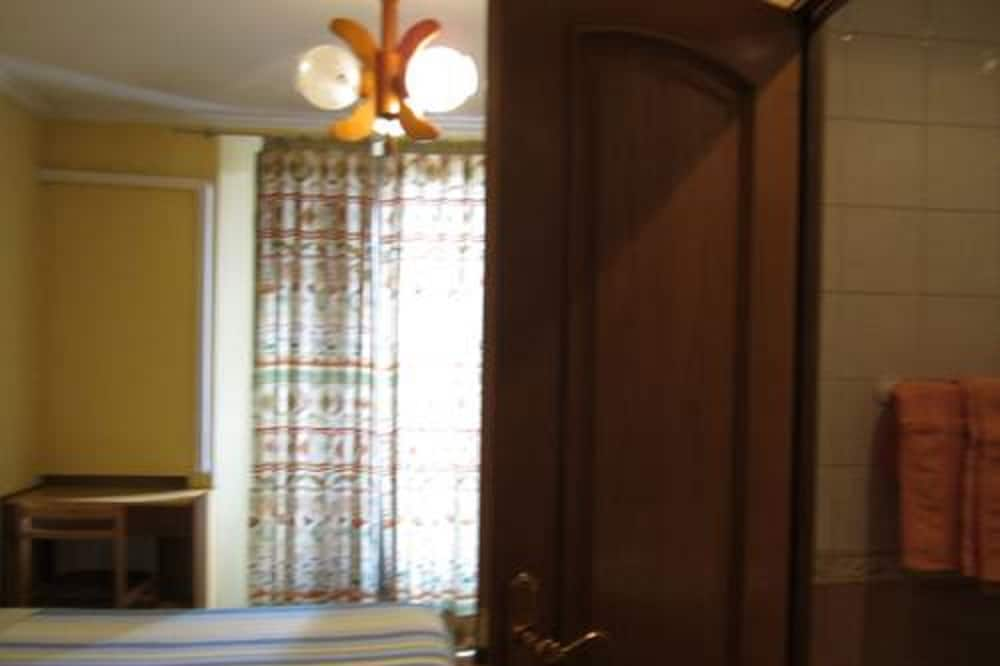 Double or Twin Room, Private Bathroom (extra bed) - Bathroom