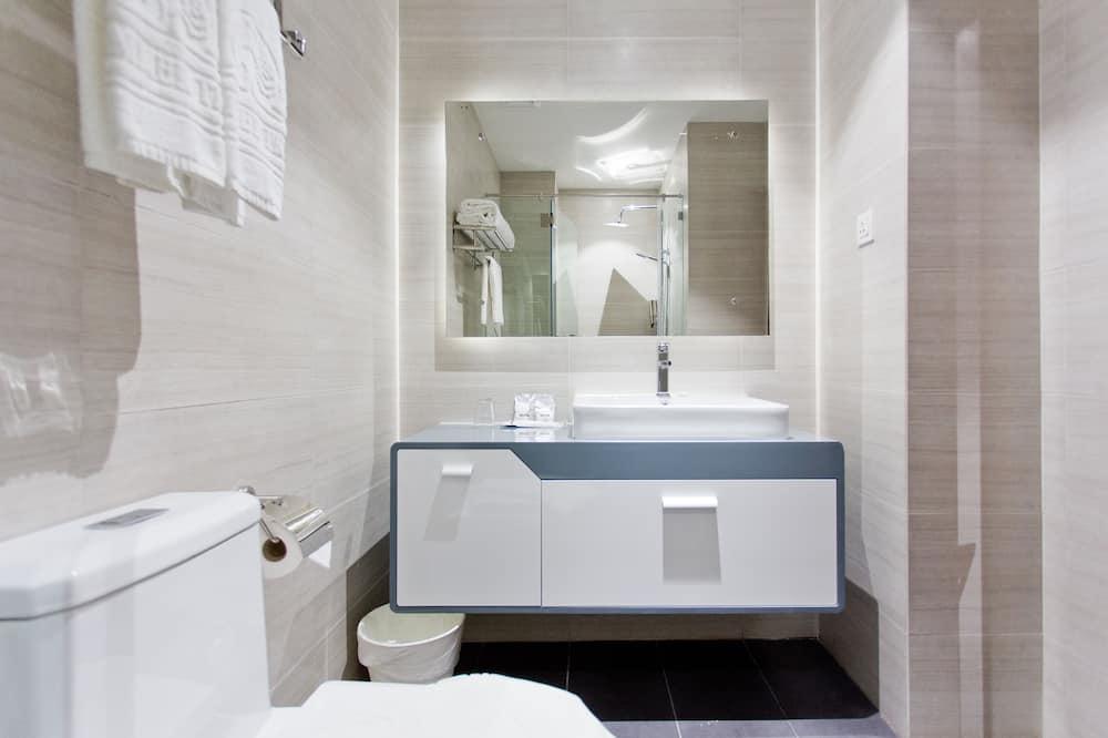 Pagerinto tipo dvivietis kambarys, vaizdas į miestą - Vonios kambarys