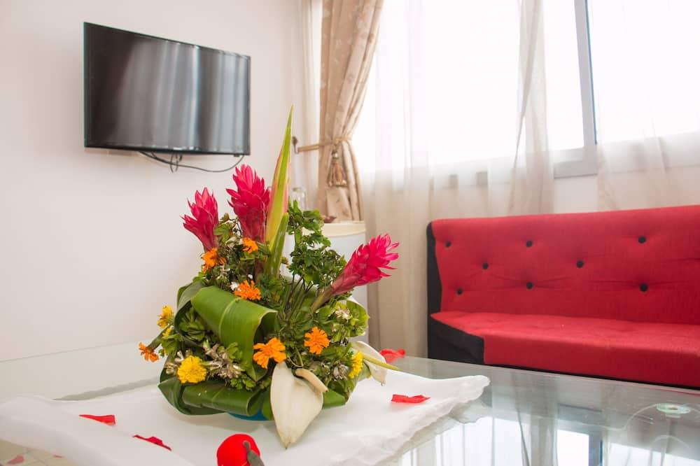 Junior Suite, 1 Queen Bed - Living Room