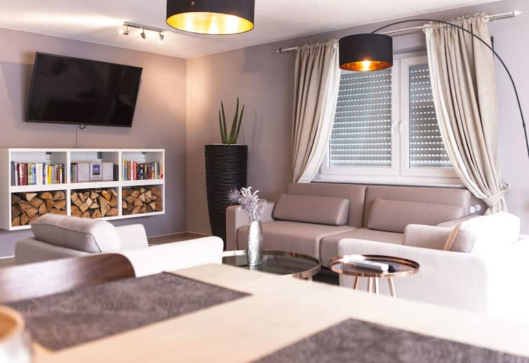 Boutique Apartment Daheim, Titisee-Neustadt, Deluxe Apartment, 1 Bedroom, Mountain View, Mountainside, Living Room
