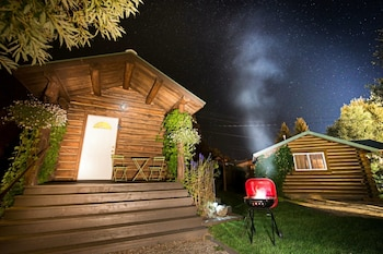 Picture of Log Cabin Motel in Pinedale