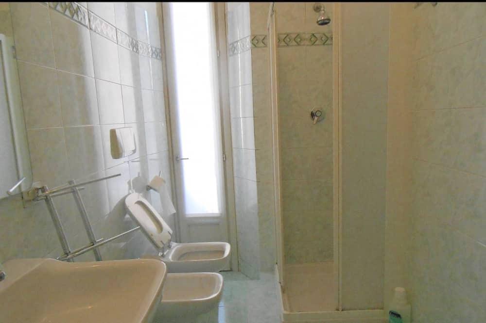 Twin kamer, 2 eenpersoonsbedden, gemeenschappelijke badkamer - Badkamer