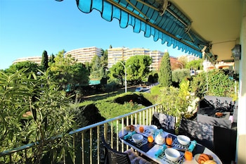 Obrázek hotelu Nice Booking - Lanterne Terrasse Vue mer Parking ve městě Nice