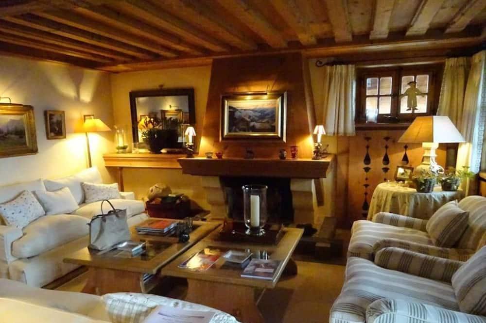 Kalnu mītne, vairākas guļamistabas, terase, skats uz kalniem (6 Bathrooms) - Dzīvojamā istaba