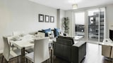 Choose this Apartment in Salford - Online Room Reservations
