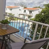 Eenvoudig appartement, 2 slaapkamers, uitzicht op zwembad - Balkon