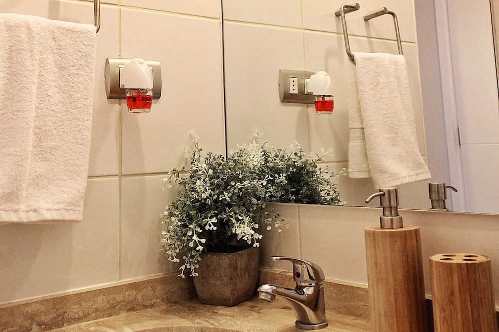Standard Apartment, 3 Bedroom, 2 Rooms City View: departamento 1007 - Bathroom