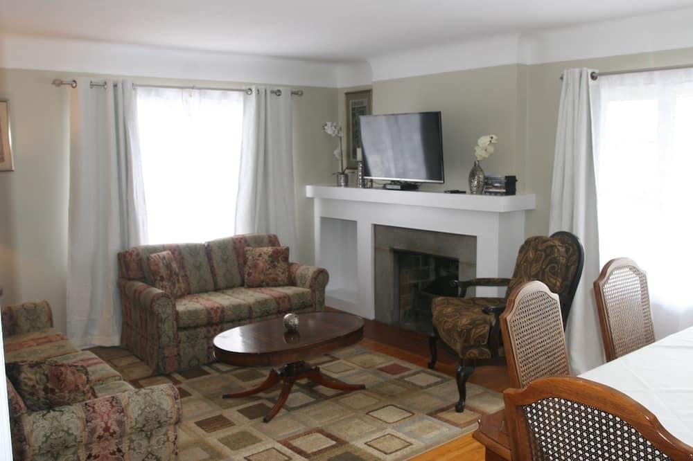 Premium House, 3 Bedrooms, River View, Overwater - Living Area