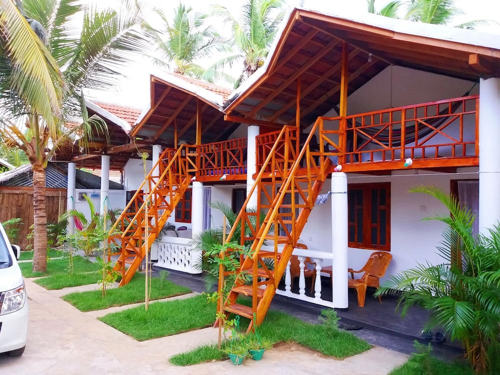 Beach Wave Hotel Arugam