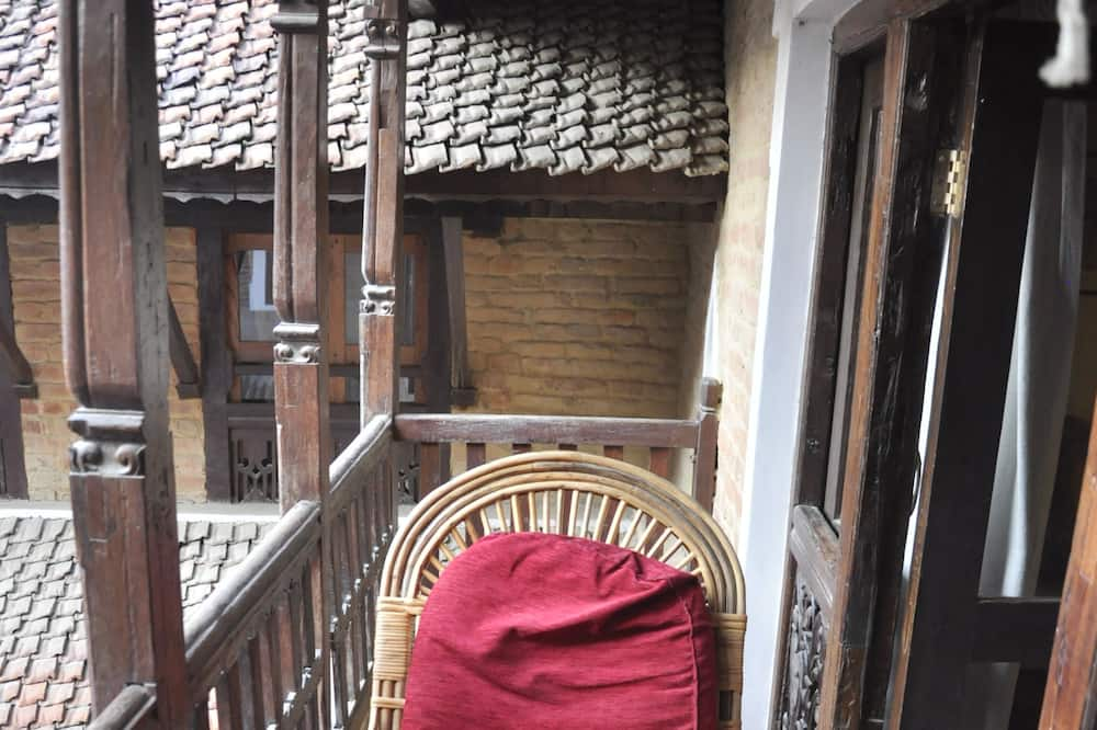 Suite, vista al patio - Balcón