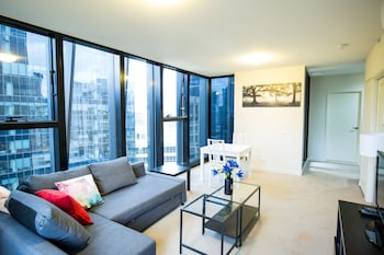 Sunshine Suites Apartment on Collins