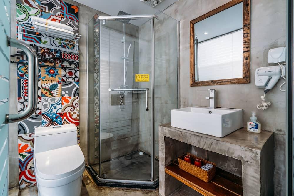 Comfort Triple Room, 3 Single Beds - Bathroom