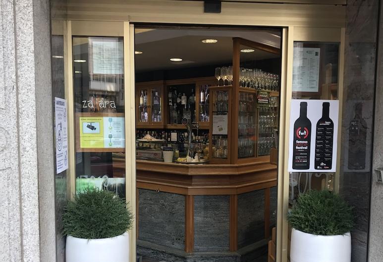 Hostal Zahara, Ferrol, Hotel Entrance