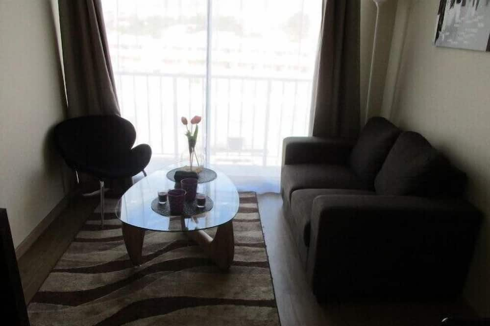 Family Apartment, 3 Bedrooms, Balcony, Pool View - Living Room
