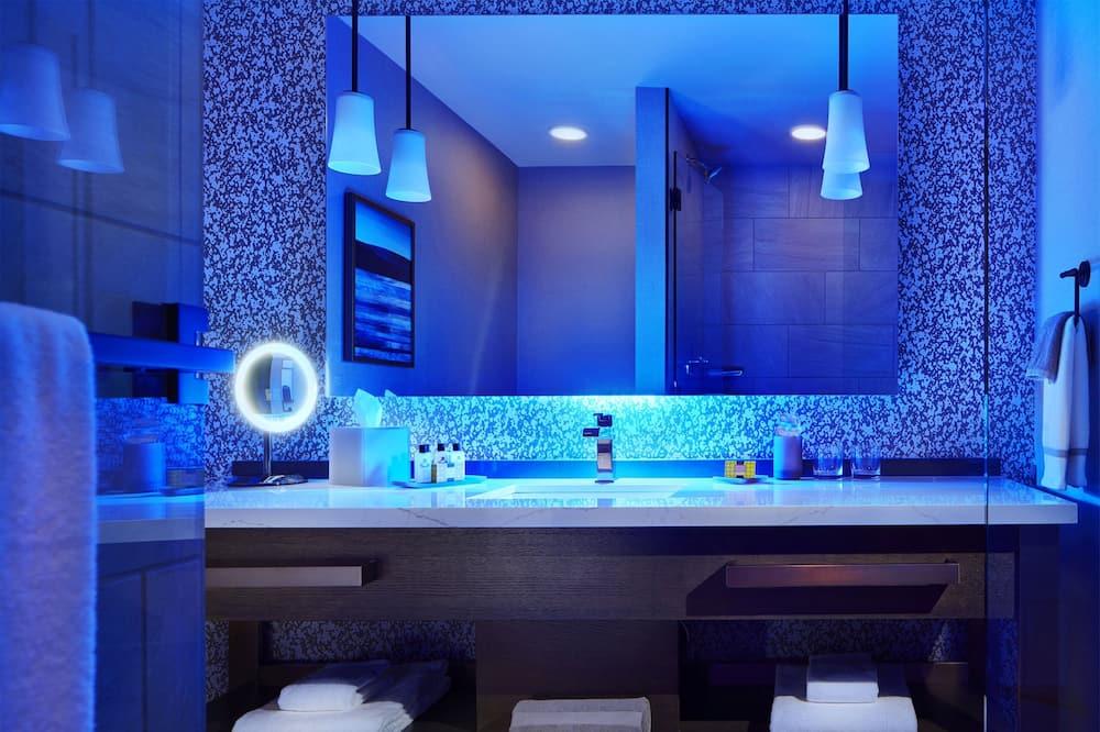 ルーム クイーンベッド 2 台 バリアフリー (2 Bed, Hearing) - バスルーム