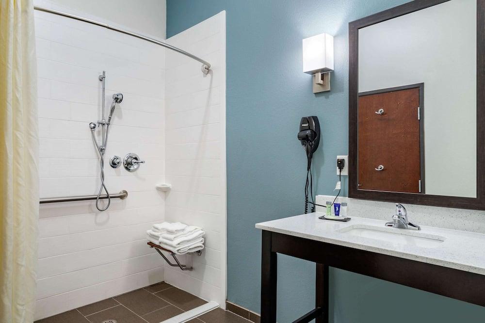 Номер, 1 двуспальная кровать «Кинг-сайз», для людей с ограниченными возможностями, для некурящих - Ванная комната