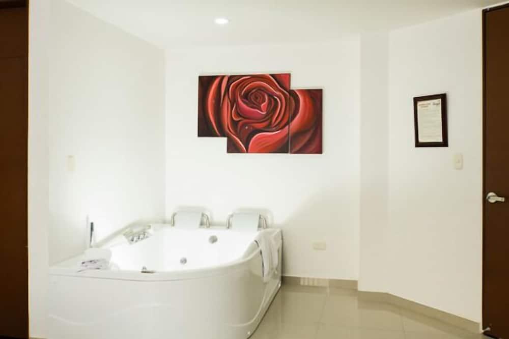 Phòng Suite Junior (air conditioner) - Bồn tắm thủy lực
