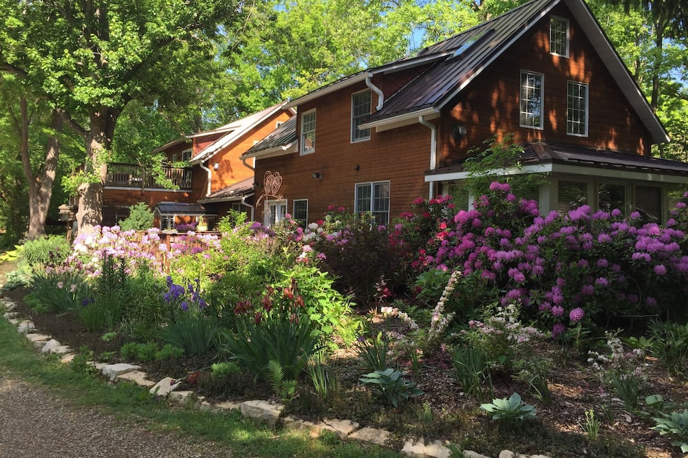 Goldberry Woods Bed & Breakfast-MicroFarm-Cottages