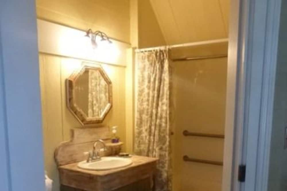 Wiley's Room: Museum like room on Farm once owned by Jack Daniel's brother - Bathroom