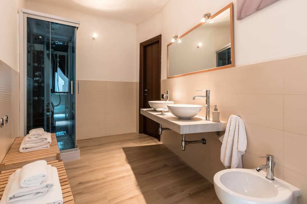 Deluxe Double Room, 1 Katil Kelamin (Double), Hot Tub, City View - Bilik mandi
