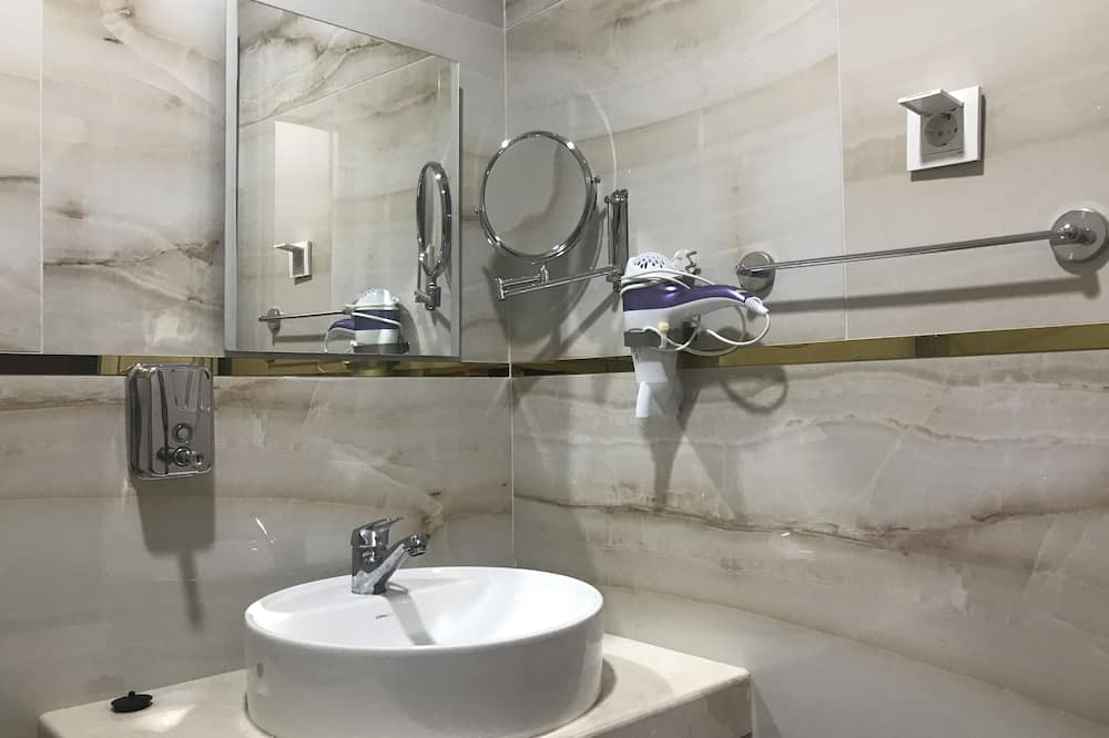 Класичний тримісний номер, багатомісний номер - Ванна кімната