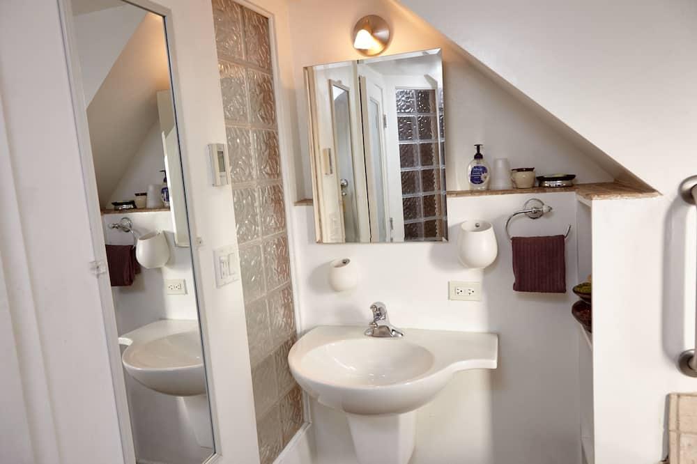 4 人部屋 ベッド (複数台) ジェットバス - バスルーム