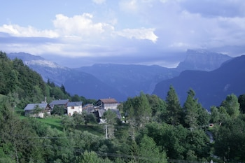 Enter your dates to get the Samoens hotel deal
