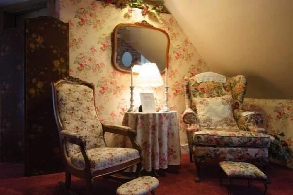 The Shabby Chic Family Suite - Living Area