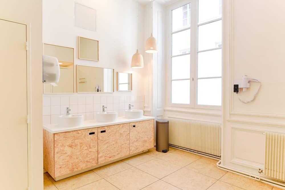 Shared Dormitory, Mixed Dorm (8 beds) - Bathroom