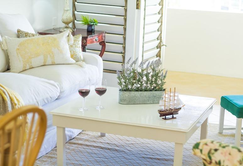Kingston Luxury Condo Apartment, Kingston, Byt typu Deluxe, 1 extra veľké dvojlôžko, kuchyňa, výhľad na mesto, Obývačka