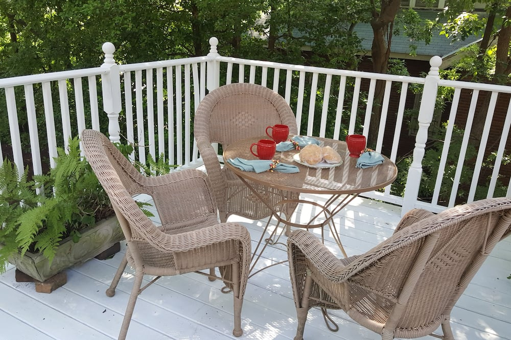 St. Clair Treetop Cottage - 1 Bedroom - Balcony
