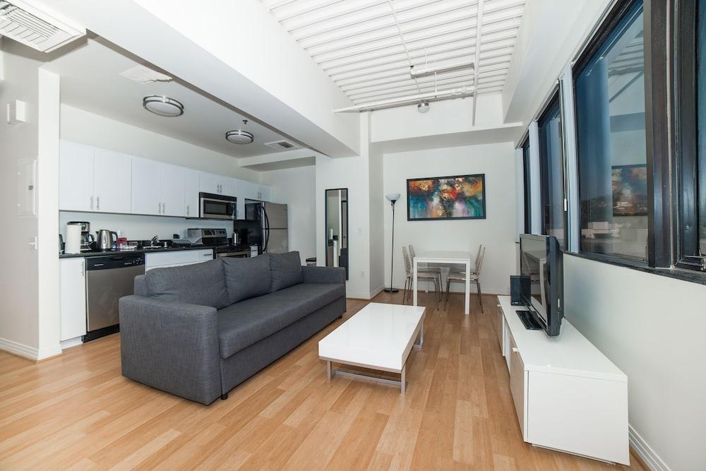 Ginosi Metropolitan Apartel, Los Angeles, Studio, Living Area