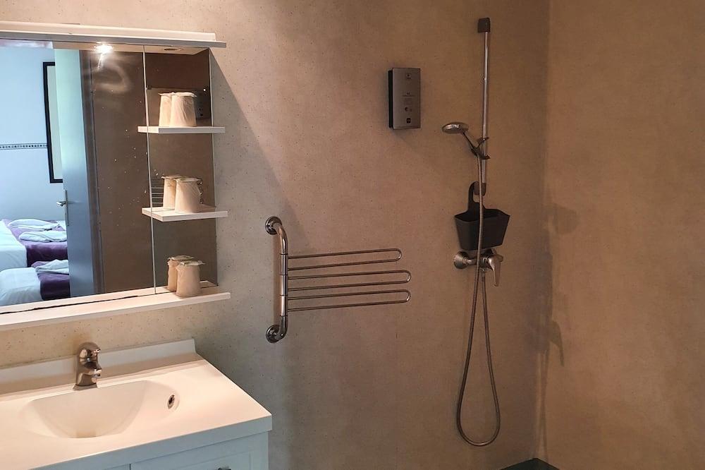 Стандартний тримісний номер, з виходом в сад - Ванна кімната