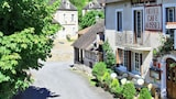Reserve this hotel in Sarrazac, France
