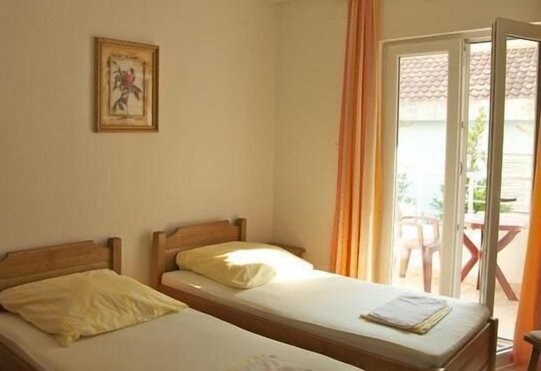 Sun Hostel Budva, Budva, Twin Room, Balcony (Private Bathroom), Guest Room