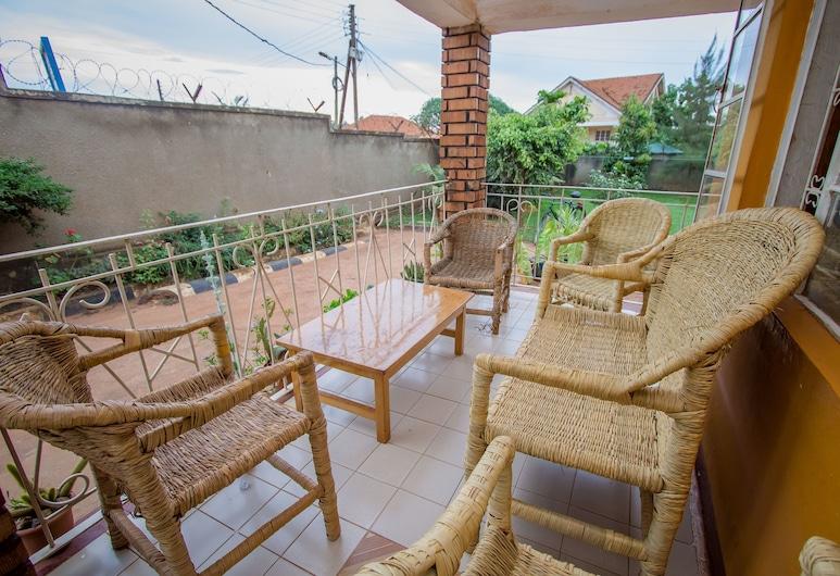 Ewaka Guesthouse and Backpackers - Hostel, Kampala, Terrace/Patio