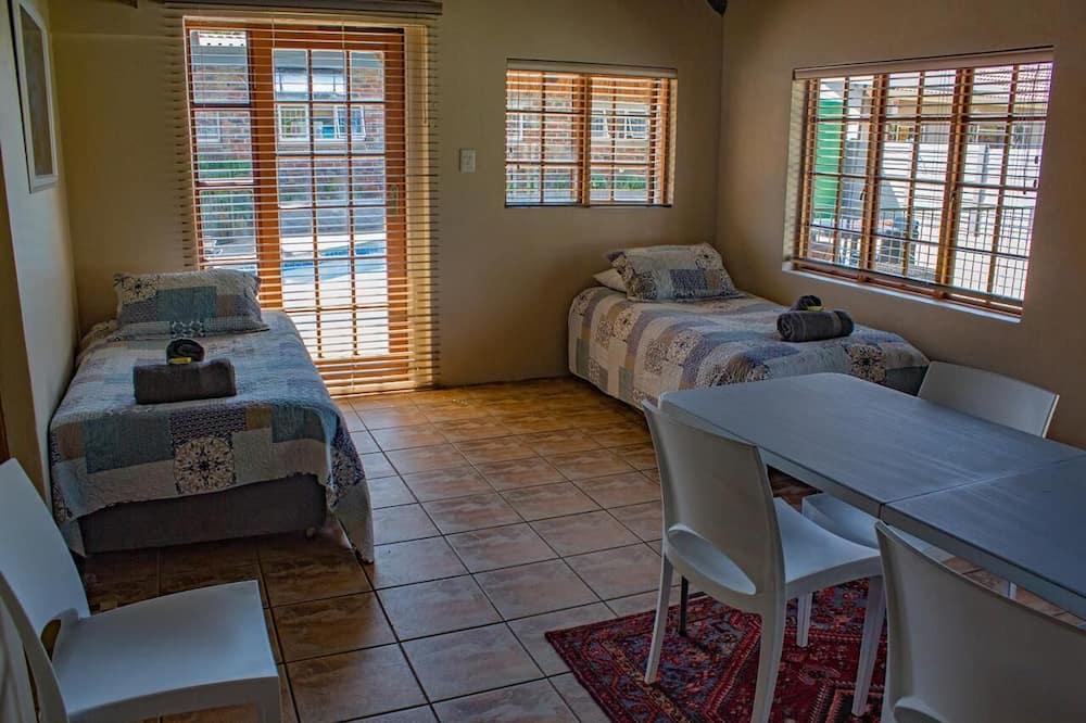 חדר משפחתי (Room 5) - סלון