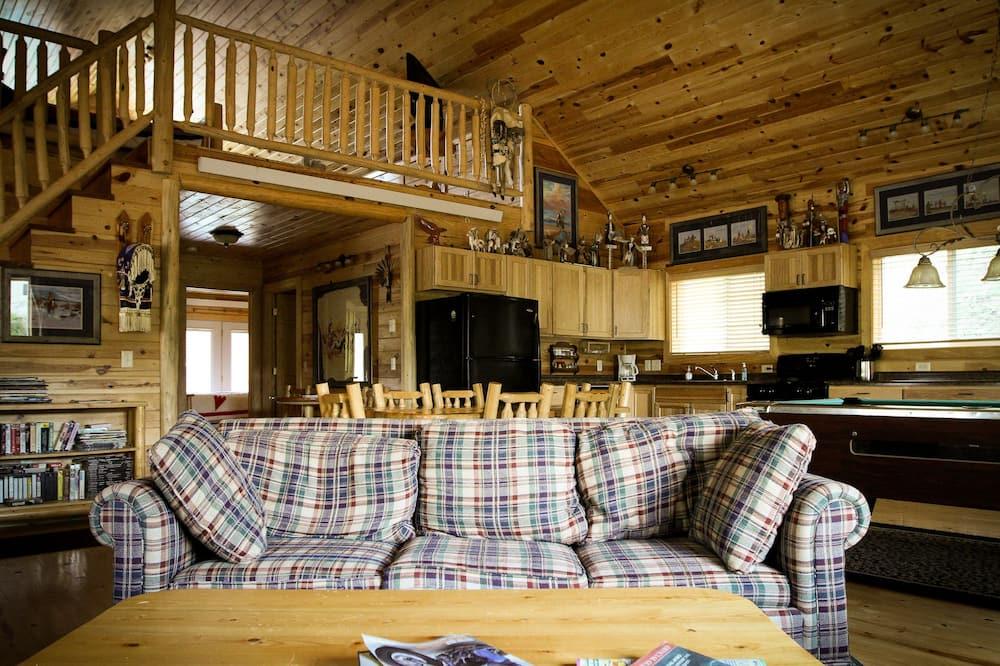 Cabin 5 - Living Area