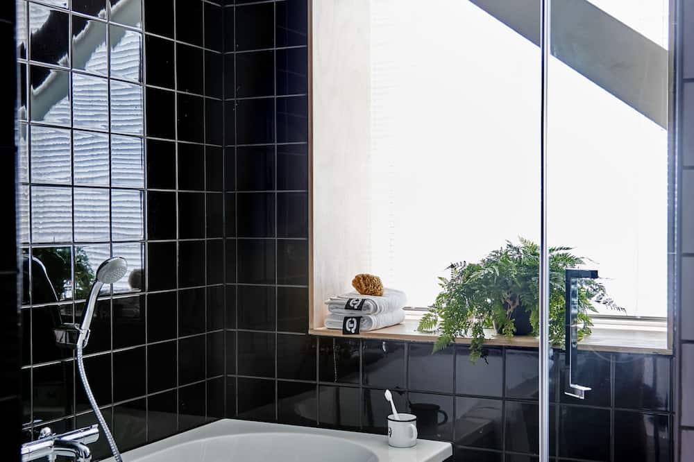 Comfort Double Room - Deep Soaking Bathtub