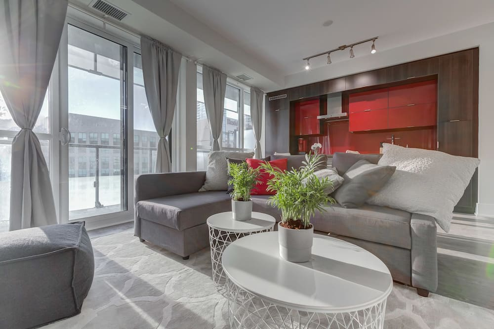 Suite (Lake View and City View) - Living Room