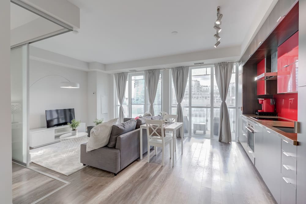 Suite (Lake View and City View) - Living Area