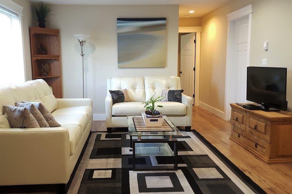 Signature Suite, 1 Bedroom, Patio, Ground Floor - Living Area