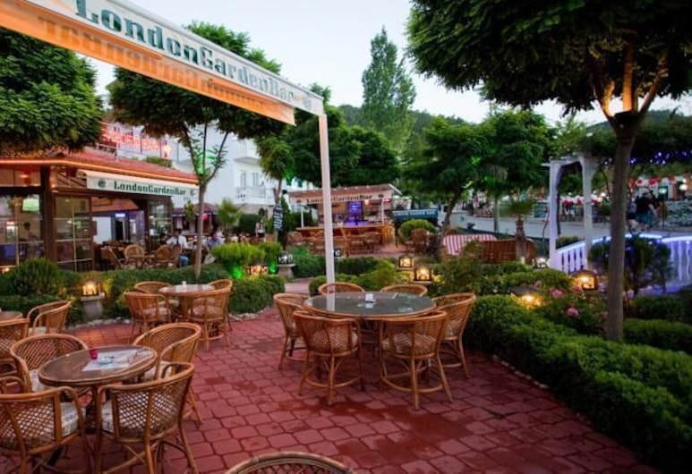 London Hotel, Fethiye, Dinerruimte buiten