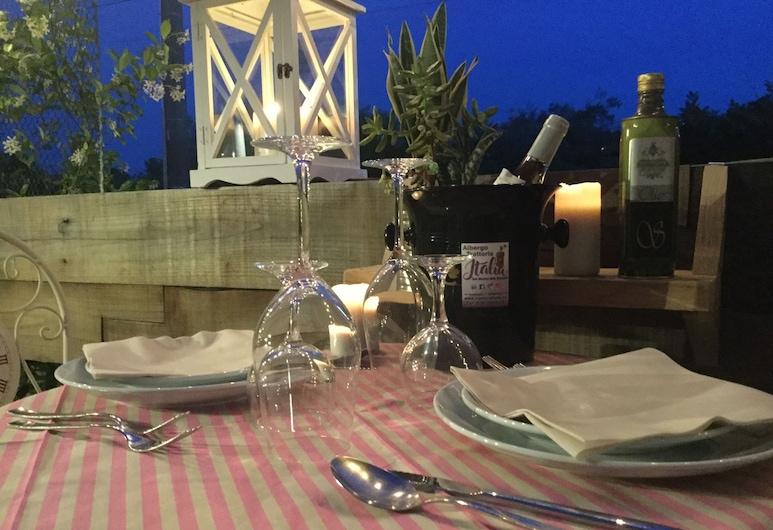 Albergo Trattoria Italia, Desenzano del Garda, Speisen im Freien