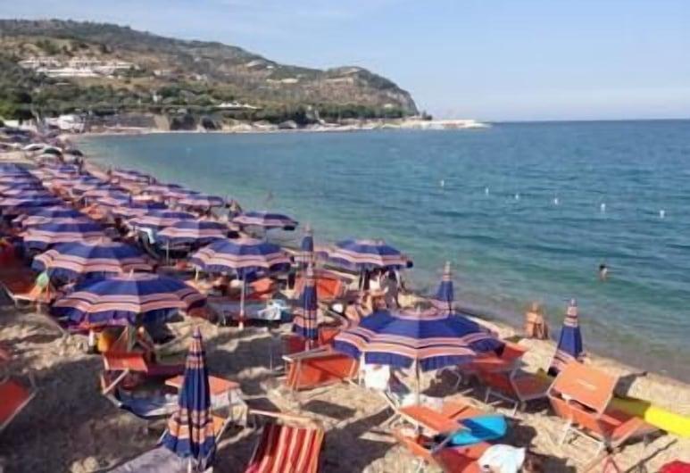 Villaggio Riccio, Mattinata, Beach