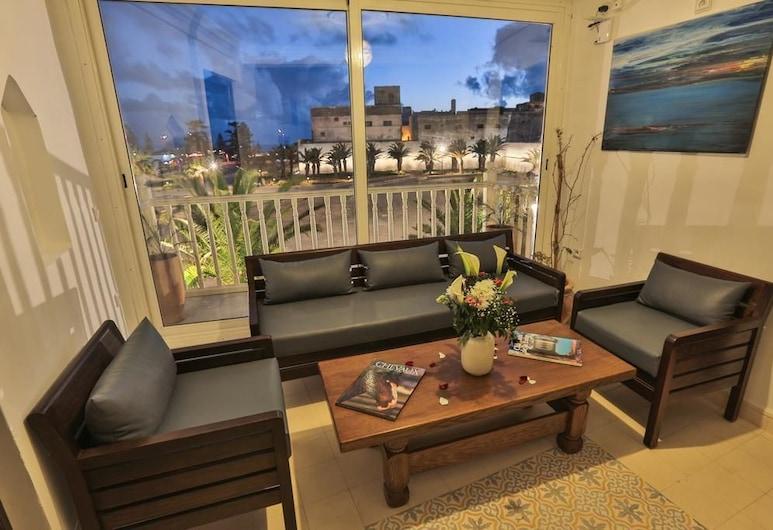 Riad Diamant Blanc, Essaouira, Deluxe-Dreibettzimmer, Mehrere Betten, Raucher, Meerblick, Wohnbereich