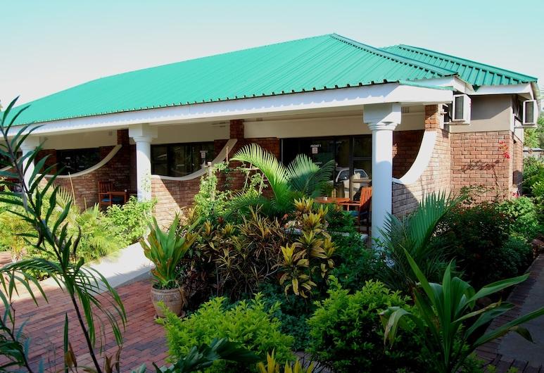 Dzimbahwe Guest Lodge, Thị trấn Victoria Falls