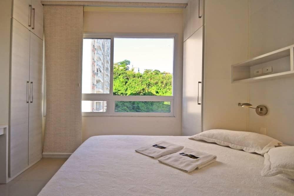 דירת קומפורט, 2 חדרי שינה, מטבח, נוף לעיר - חדר