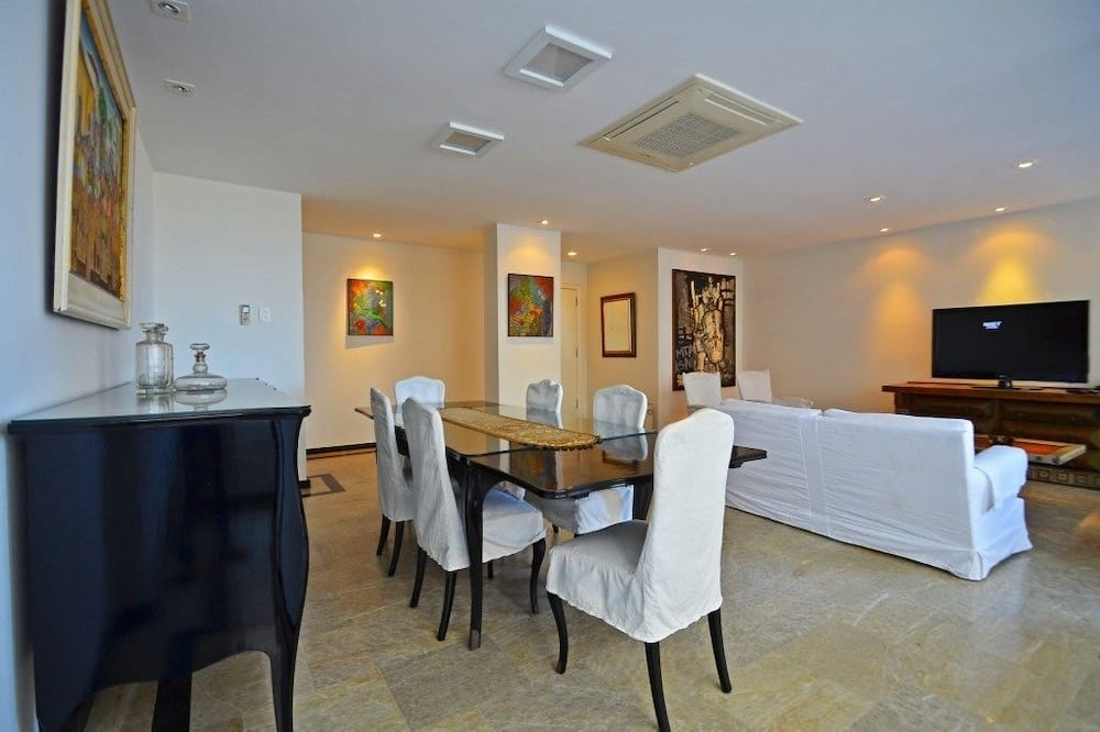 Family Apartment, 4 Bedrooms, Kitchen - In-Room Dining