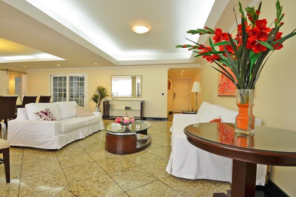Ģimenes dzīvokļnumurs, trīs guļamistabas, virtuve - Dzīvojamā istaba